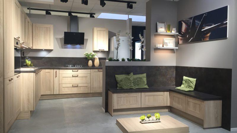 La collection produits franchise cuisines aviva for Prix des cuisines equipees
